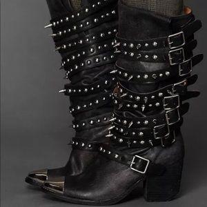 ISO majorly Jeffrey Campbell Kravitz boots Size 10